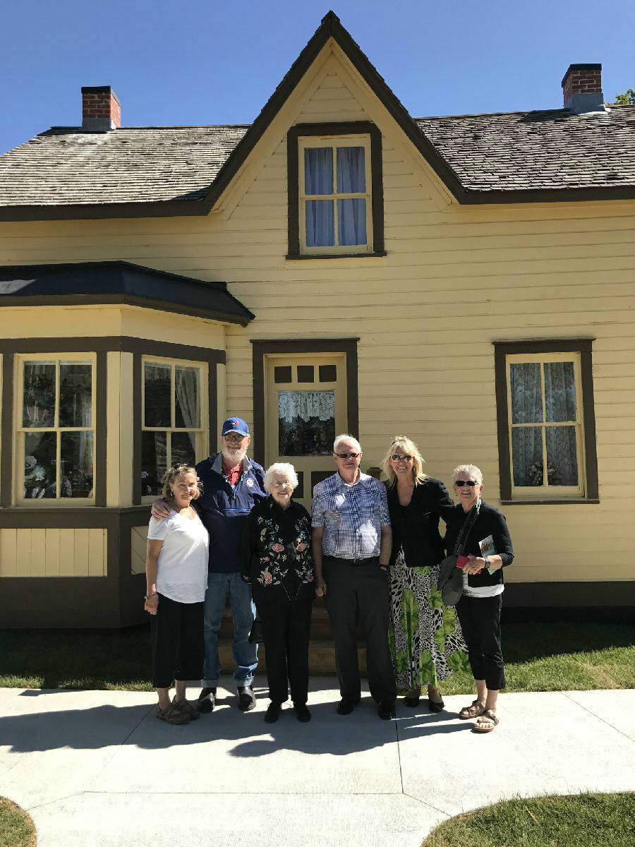 Members of the Hasselfield family visited Hazel Cottage, the original home of their ancestors.